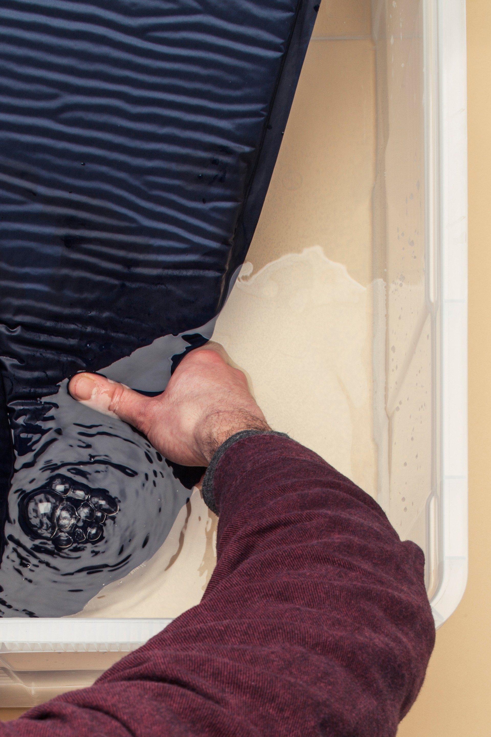 Trouver un trou dans un matelas gonflable